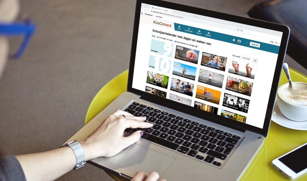 Themaweken en themadagen van het jaar op een laptop